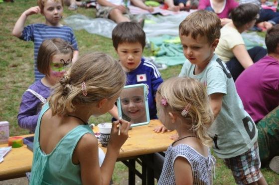 Sommerfest-Spielchischte-2014-Schminken